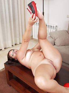 Shaved Mature Porn Pics